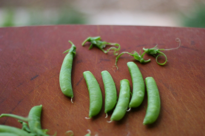 trimmed snap peas
